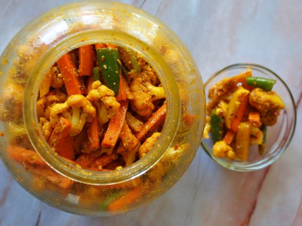 girlinchief-gajar-mooli-achar-winter-pickle